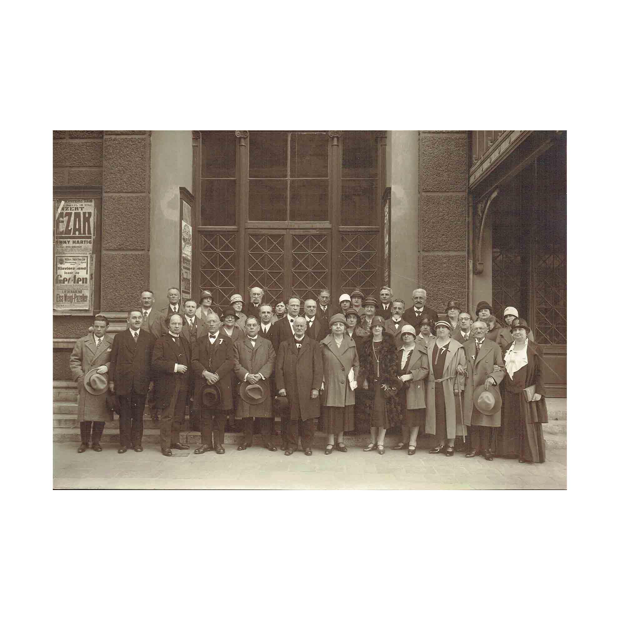 5449-Foto-Musikverein-Portal-Gruppe-um-1920-N.jpg