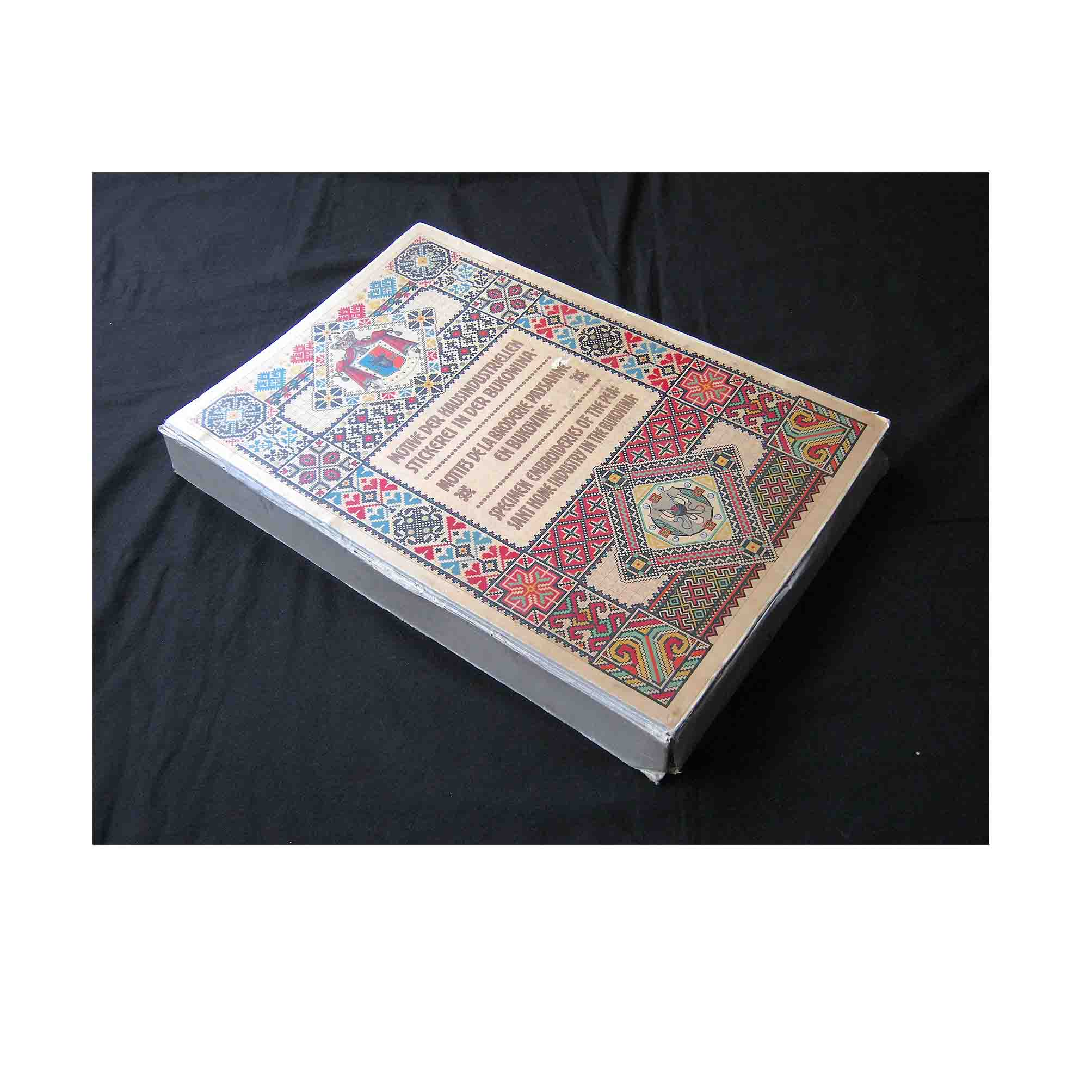 5709-Kolbenheyer-Stickerei-Bukowina-1912-Clamshell-Box-N.jpg